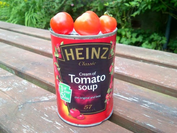 Can of soup with tomatoes